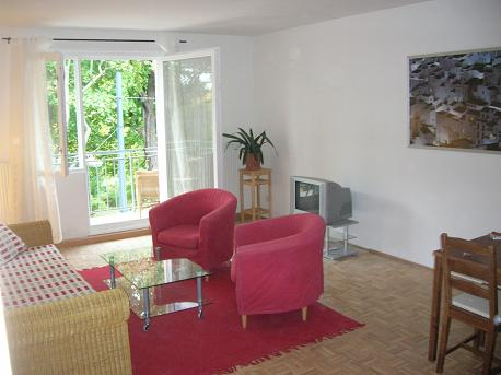 Building of the 50ties with nice garden and beautiful trees. This  two-bedroom furnished apartment is 80 sq.m and is located . The apartment has 1 bathroom. The minimum length of stay for this apartme