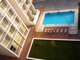 The complex has 3 swimming pools with solarium, private parking, gymnasium, laundry, social room and cafeteria. In Madrid, 20 minutes from the city center, comunicated with modern highways to the airp