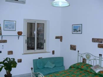 Casa Casella is situated between Mondello and Partanna. It is near to natural reserve of Capo Gallo called as Baglio Busalacchi on the ground floor of Via Pazienza.  This  one-bedroom serviced apartme