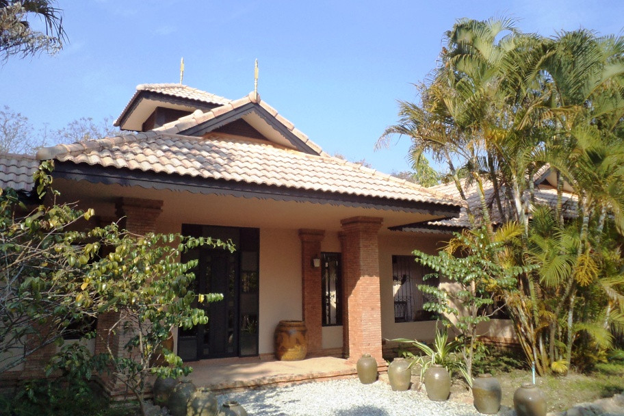 Villa Kinkala consist in; Two Apartments Kinkala,two Deluxe Apartments Kinkala, one 4-bedroom Villa Kinkala, two Villas Paradise and one Villa Star This  four-bedroom serviced apartment is 175 sq.m ,