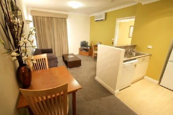 The 34 studio, one and two bedroom apartments are stylishly appointed featuring modern kitchen and laundry facilities and spacious living areas allowing guests to relax in comfort and privacy. This  t