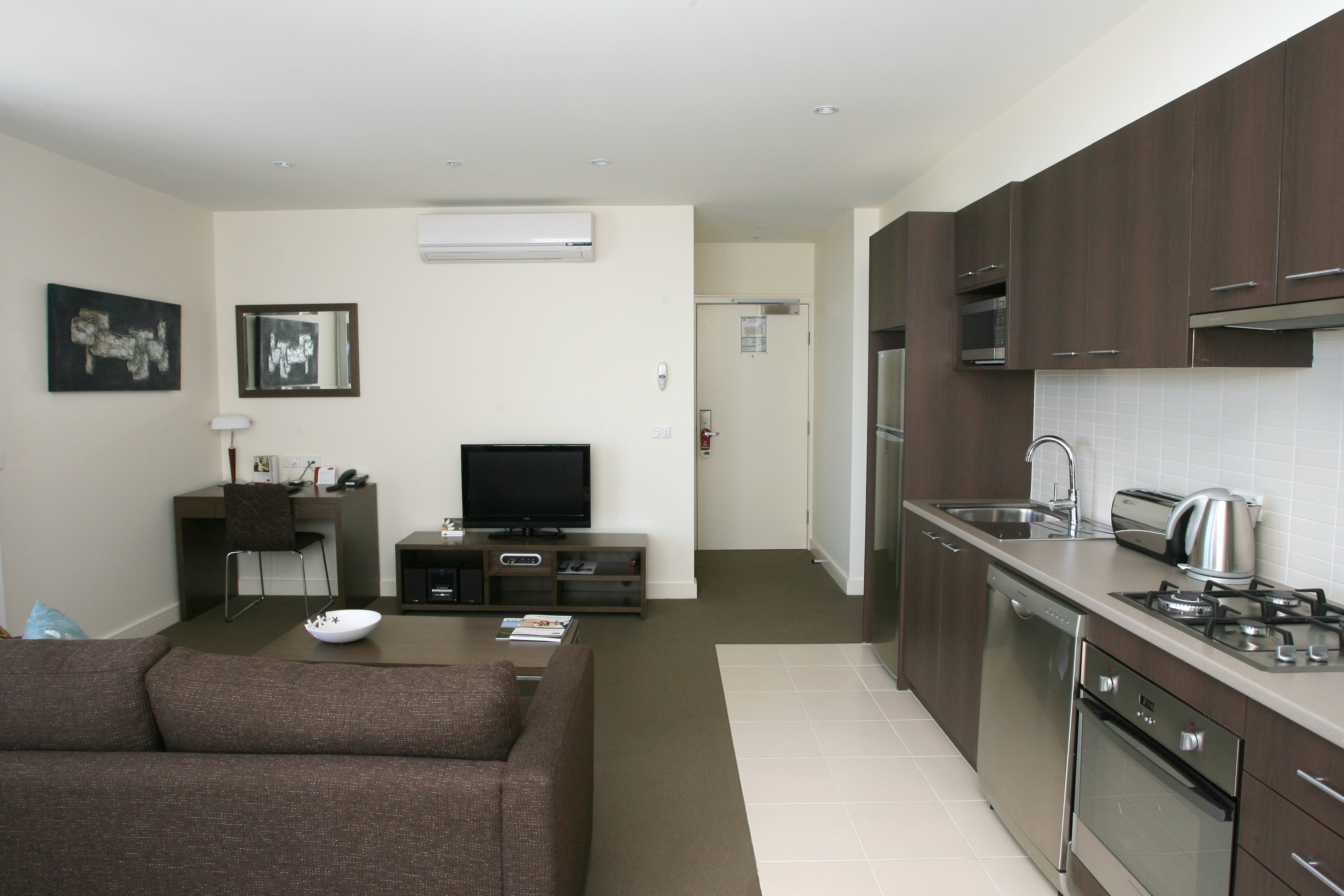 Quest Ivanhoe is serviced apartment accommodation, opened in November '08, is a 4 1/2 star property located only 10kms northeast from the Melbourne CBD in the prestigious suburb of Ivanhoe. Situated i