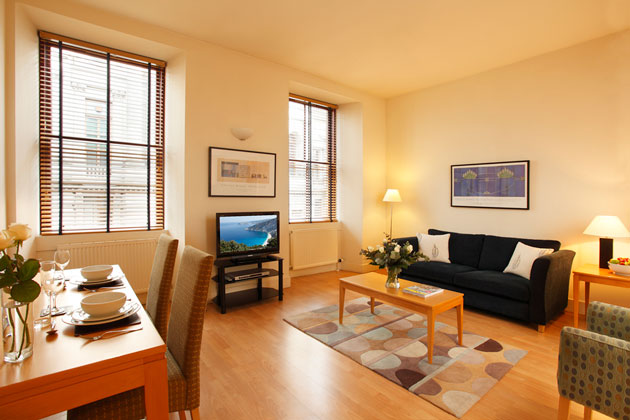 These luxury one bedroom apartments are in a beautifully restored period building in the vibrant Merchant City overlooking George Square in central Glasgow. This  one-bedroom serviced apartment is 50