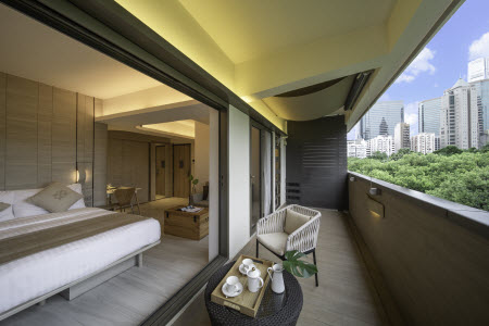 Ideally situated in the historic heart of Tsim Sha Tsui, serviced apartment The Camphora commands a coveted address in one of Hong Kong most vibrant retail and commercial precincts. It is a stone thro