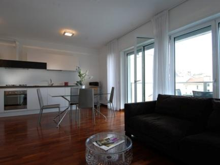 These comfortable 90 m2 one bedroom apartments, sleeping up to 5 people, are located in a designer building with elevator opened in March 2011 and strategically situated between Corso Buenos Aires and